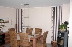 Wandgestaltung Wohnzimmer Streifen Braun